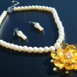 Angebot Blumen Perlen Collier Schmuck mit Ohrringe