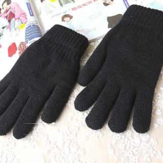 Frauen gestrickte schwarze Winterhandschuhe